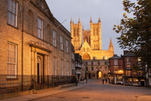 lincoln towards cathedral sm.jpg