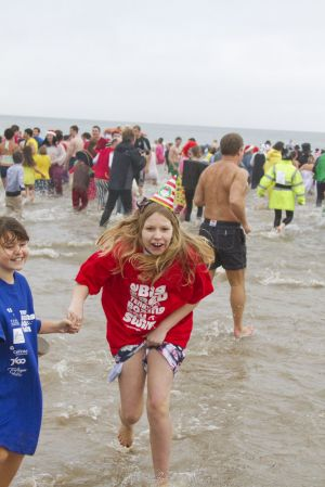 tenby boxing day swim 15 sm.jpg