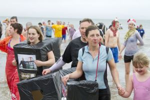 tenby boxing day swim 22 sm.jpg