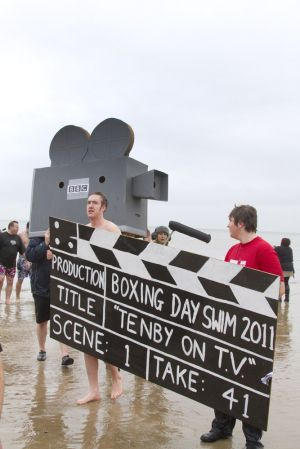 tenby boxing day swim 26 sm.jpg