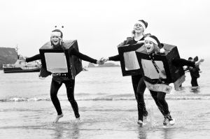 tenby boxing day swim 31 bw sm.jpg