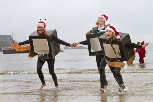 tenby boxing day swim 31 sm.jpg