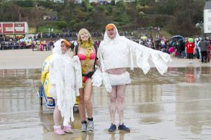 tenby boxing day swim 46 sm.jpg