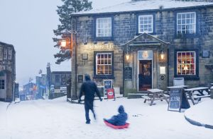 haworth snow sledge feb 2012 111 sm.jpg