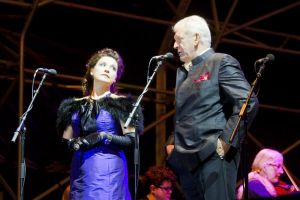 sir thomas allen with sarah fox 1 sm.jpg