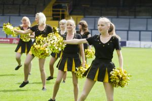 belle dingle cheer leaders sm.jpg