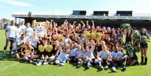 leeds rhinos with the emmerdale team sm.jpg