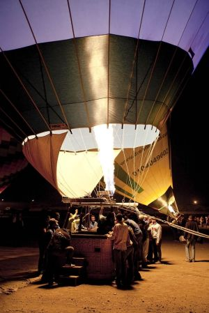 c17-valley of the kings dawn balloon ride inflating 1 sm.jpg