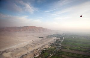 valley of the kings dawn balloon ride sm.jpg