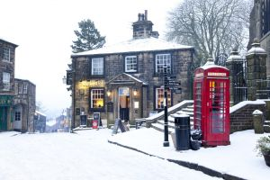 haworth snow sledge feb 2012 7 sm.jpg
