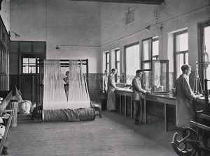 splitting warps and weighing yarn test portions sm.jpg