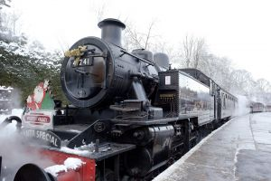 santa special  oxenhope station december 18 2010 240 pm train sm.jpg