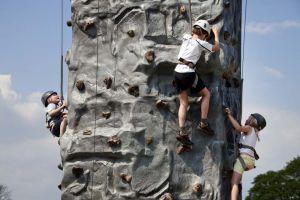 otley_show_climbing_1_sm.jpg