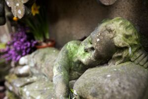 haworth cemetery girl grave sm.jpg