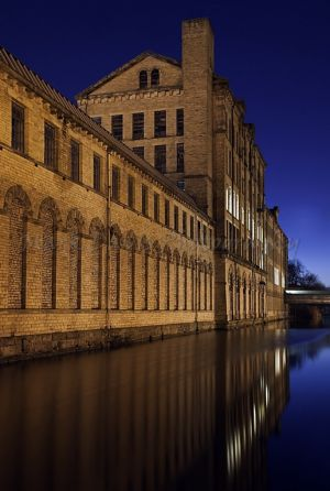 saltaire by night (12).jpg