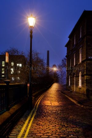 saltaire by night (17).jpg