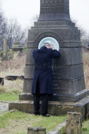 derek acorah beyond the grave 221a.jpg