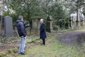 derek acorah beyond the grave 225.jpg