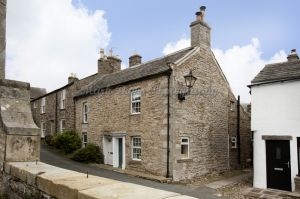 gorgeous low cottage reeth 1a.jpg