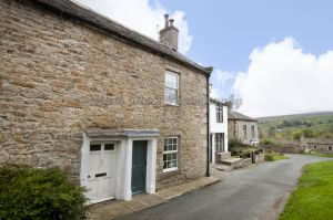 gorgeous low cottage reeth 4a.jpg