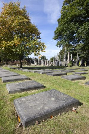 undercliffe september 26 2011 quaker graves sm.jpg